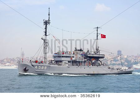 Turkish Navy rescue and salvage ship