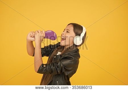 Kid In Headset. Small Girl Sing Favorite Song. Imagine You Are Pop Star. Singing Karaoke. Singer Lea