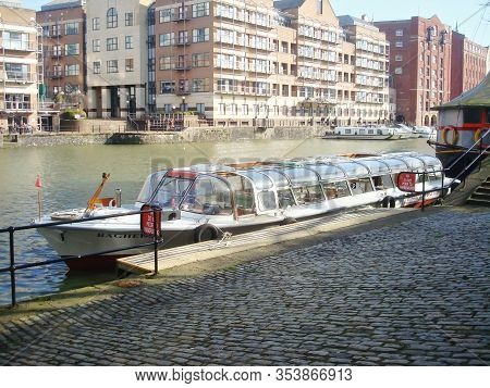 Bristol, Uk - February 18, 2014: Bristol Packed Trip Boat. The Bagheera, Cabin Boat In The Floating