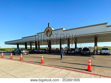Houston, Tx/usa-2/25/20:  The Buc Ees Gas Station, Fast Food Restaurant, And Convenience Store With