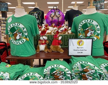 Houston, Tx/usa-2/25/20:  St. Patricks Day T-shirts At A Buc Ees.  The Buc Ees Gas Station, Fast Foo