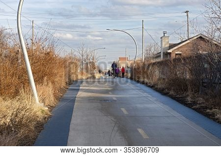 Chicago, Il/usa - December 26, 2019: Along The Bloomingdale Trail, An Elevated Trail Converted From
