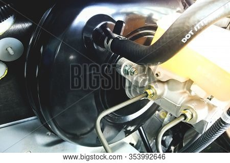Car Brake Booster Is Vacuum Booster Used In Hydraulic Brake Systems An Enhanced Cylinder Setup Used