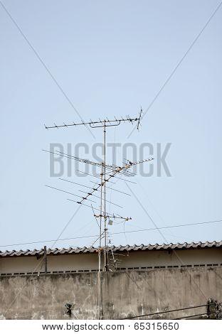 Antenna In Receive Tv Signals.