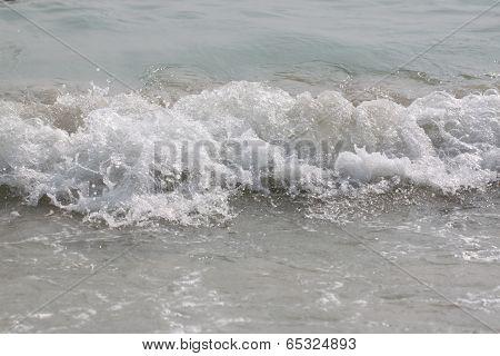 Ocean Wave Rolling Curling Lip.