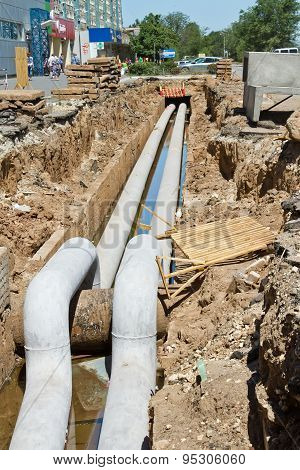 Repair Work On The Pipeline Water Supply, Sewerage And Heating In The Middle Of A Residential Area
