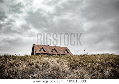 Solitary house, which blot out the horizon