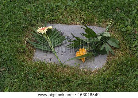 Grave decoration on a grave slab of a lawn grave.
