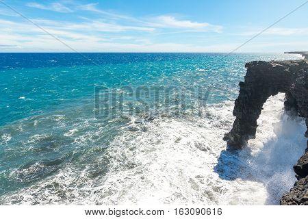 Holei Sea Arch in Volcanoes National Park, Big Island, Hawaii, Usa
