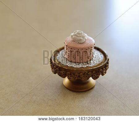 A tiny little trinket of a decorative cake.