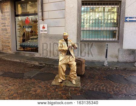 Street artist on display for Christmas. 24 December 2016-Domodossola,Piemonte,Italy
