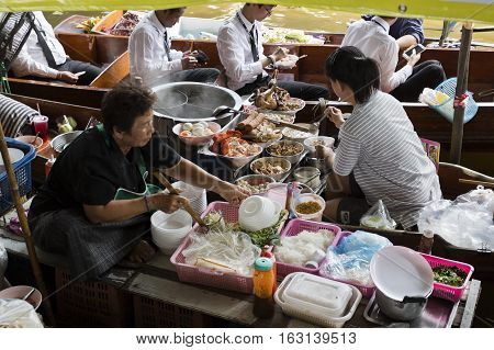 BANGKOK, THAILAND - November 5, 2016: Preparing hot food for the people waiting in the boat at the floating markets in Bangkok Thailand