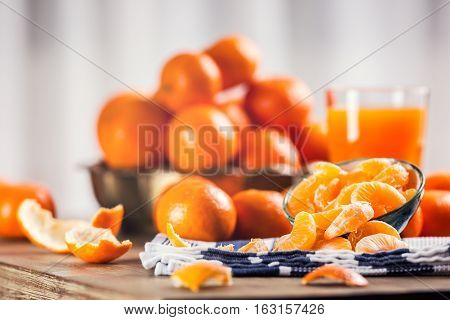 Tangerines peeled tangerine and tangerine slices on a blue cloth. Mandarine juice.