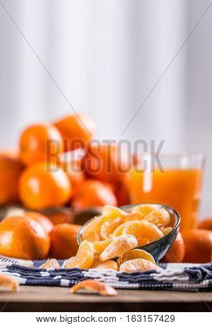 Tangerines peeled tangerine and tangerine slices on a blue cloth. Mandarine juice.
