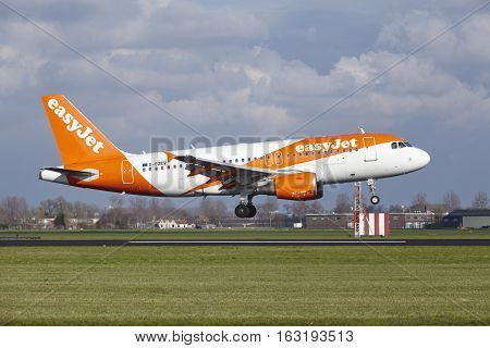 Amsterdam Airport Schiphol - Easyjet Airbus A319 Lands