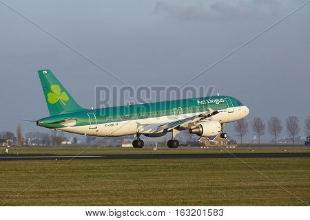 Amsterdam Airport Schiphol - Air Lingus Airbus A320 Lands