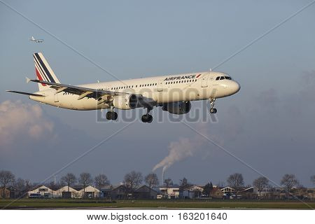 Amsterdam Airport Schiphol - Air France Airbus A321 Lands