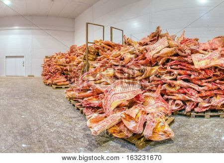 Storage of frozen raw meat at a meat factory