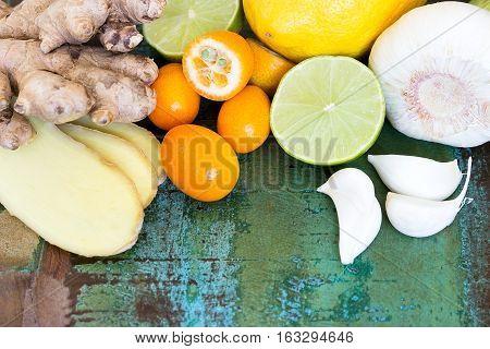 VerschiedDifferent natural ingredients to strengthen the defensesene natürliche Zutaten zur Stärkung der Abwehrkräfte