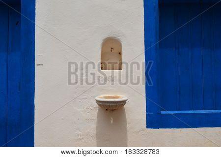 Quando em uma parede, azul e branco se encontram