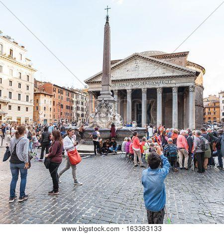 Tourists On Piazza Della Rotonda In Rome