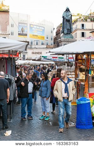 Many People On Daily Market On Campo De Fiori