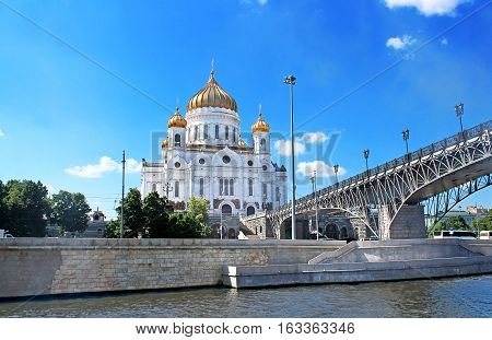 Cathedral Of Christ The Savior and the Patriarchal bridge over the Moscow river, Moscow, Russia