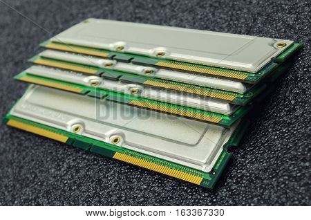 Memory modules of different types of components for PC
