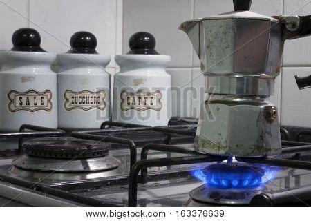 Preparing a very good coffee using a moka pot (in Italian caffettiera).