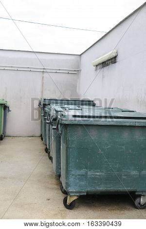 Place Of Storage Of Garbage Pending The Passage Of Container Collectors