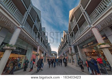 Bury St Edmunds, UK. 27th December 2016. Shoppers walking through The Arc shopping centre in Bury St Edmunds during the December sales.