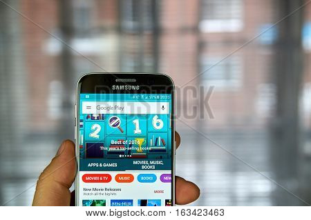 MONTREAL CANADA - DECEMBER 23 2016 : The best of 2016 on Google market. Top selling books of the year on Samsung S7 screen.