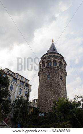 İstanbul Galata Kulesi - Bulutlu Hava Gölge