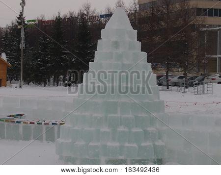 The improvised fir-tree put from ice bricks
