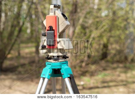 Electronic tacheometer on solid tripod vertical view