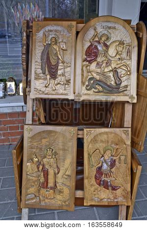 Zrenjanin Serbia December 17 2016. The street sales exhibition carving wooden images.