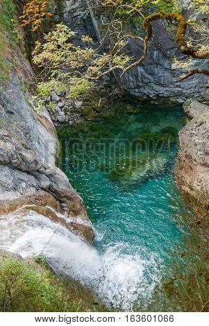 Salto de agua en el cañon de Añisclo, en el pirineo de Aragon.