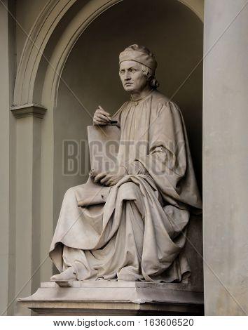 Statue Of Arnolfo Di Cambio By Luigi Pampaloni He Was A Famous Italian Renaissance Architect