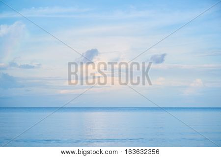 Simple blue sky and blue sea simple wallpaper