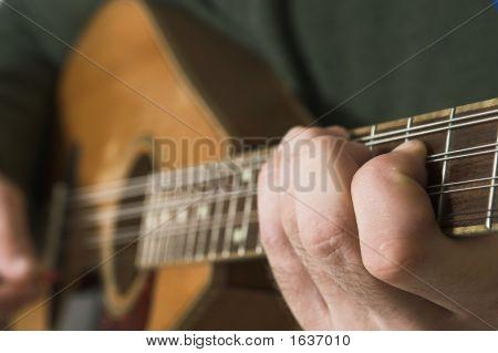 Man Playing Guitare
