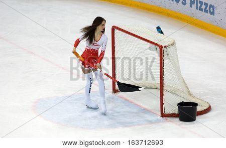 Cheerleader Girl Clean Up The Gate