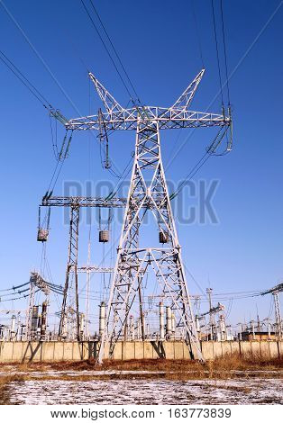330 kilovolt powerline transmission pylon (winter view)