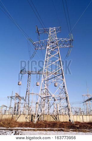 330 kilovolt electrical power transmission pylon (winter view)