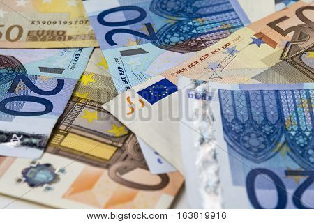 Pattern of notes of twenty and fifty euro