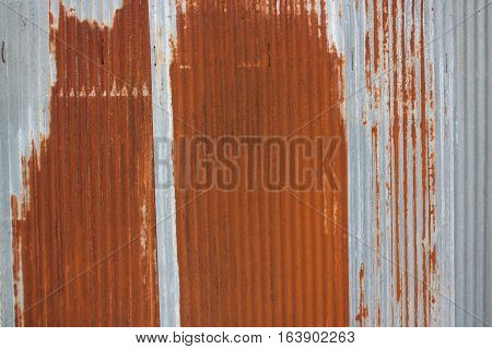 The walls are made of galvanized sheet, rust because of the sun and rain.