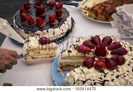 cake with strawberries for sale in Buenos Aires