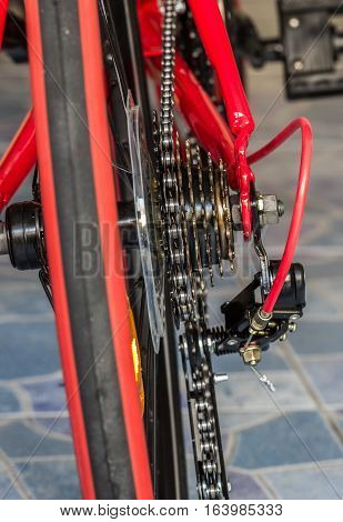 a bicycle gears mechanism and chain on the rear wheel