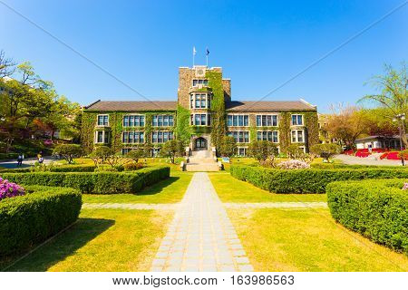 Yonsei University Walking Path Main Building H