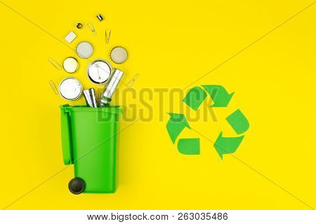 Green Recycle Reuse Sign Symbol With Metal Aluminum Trash Garbage With Green Trash Bin On Yellow Bac