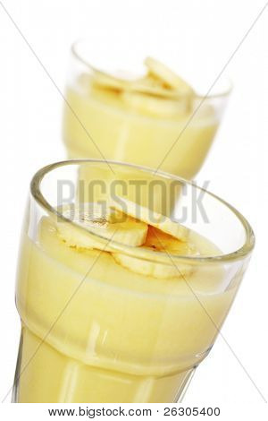 delicious banana mousse topped with sliced bananas
